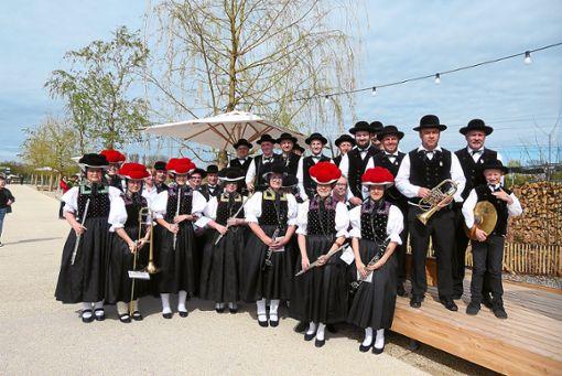 Die Bollenhutträgerinnen der Kirnbacher Vereine, hier die Trachtenkapelle,  waren ein großer Blickfang.  Foto: Dorn