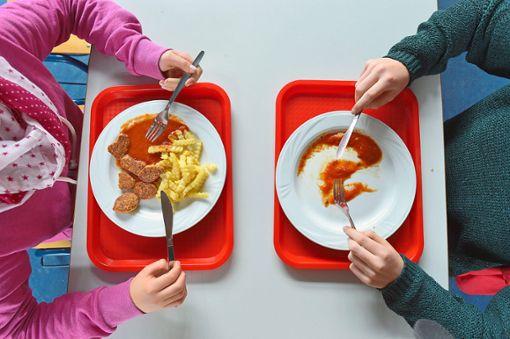 Ab Montag bekommen in der  Mensa im Schulzentrum nur noch Grundschüler  Essen. Foto: Hirschberger