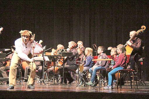 Zuhören, mitmachen, mitsingen: Beim musikalischen Kindertheater des sorbischen Nationalensembles werden die kleinen Zuschauer zu Akteuren. Und helfen so dem listigen Fuchs, gegen seine mächtigen Gegner zu gewinnen.    Foto: Thiercy Foto: Schwarzwälder-Bote