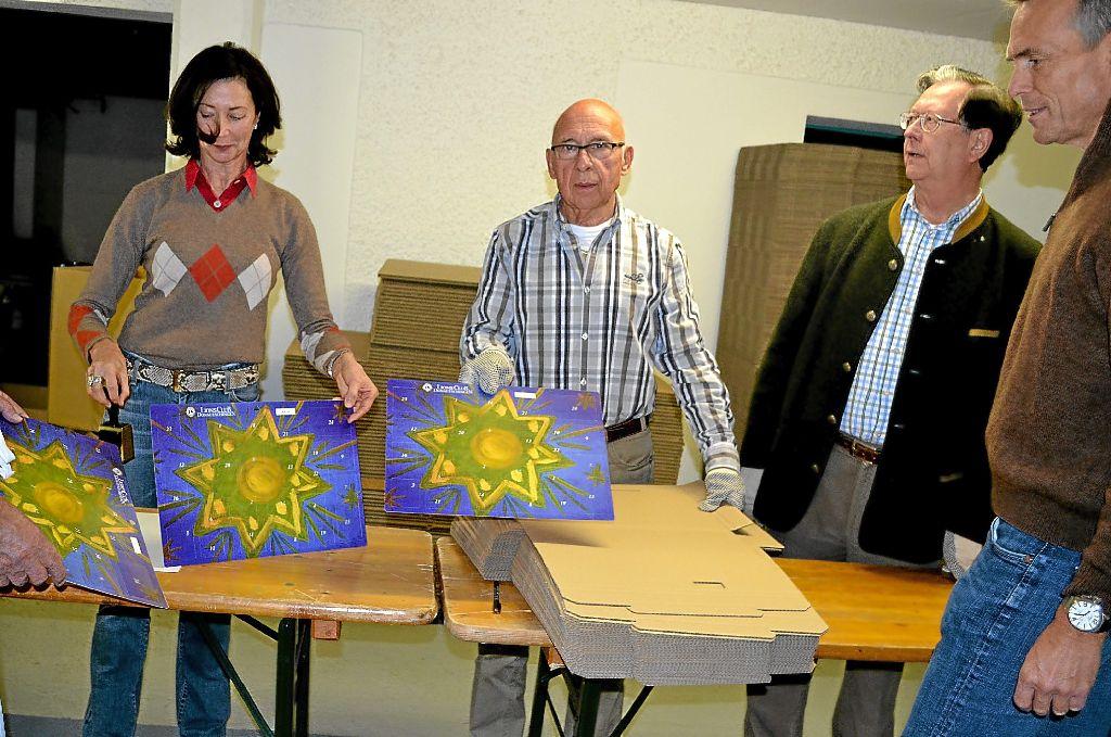 Würth Weihnachtskalender.Donaueschingen Lions Club Packt 3000 Kalender Für Weihnachten