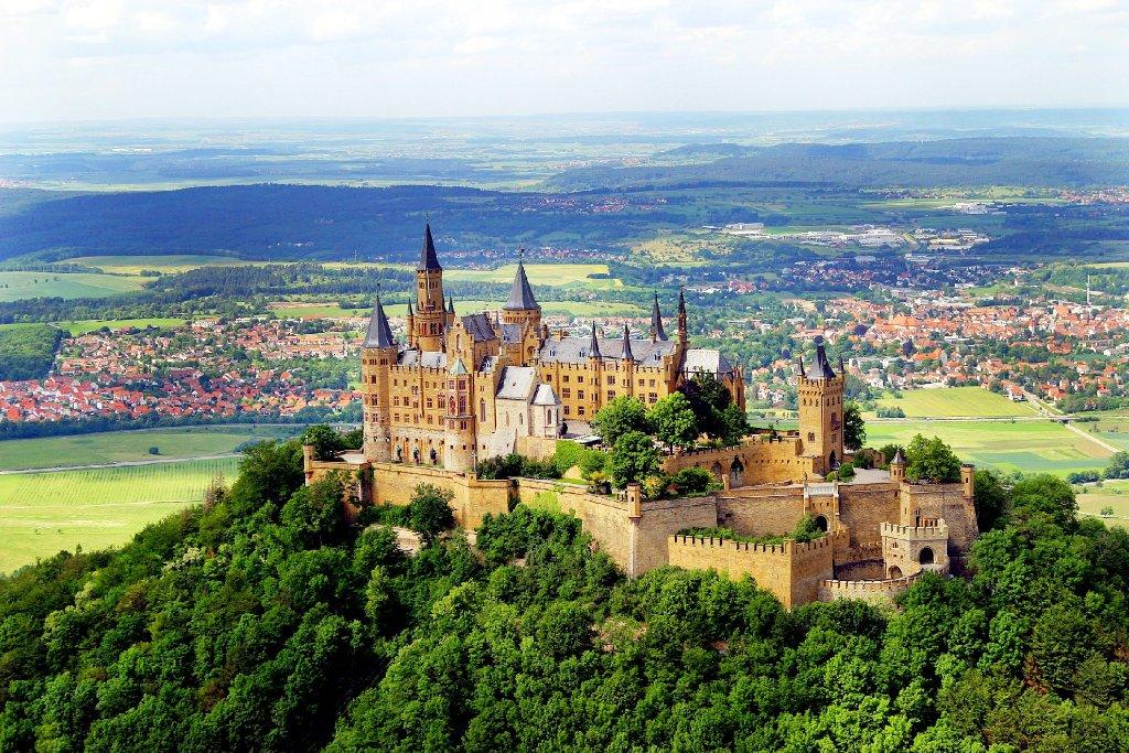 Bisingen Streit Um Luftbild Der Burg Hohenzollern Bisingen Schwarzwalder Bote