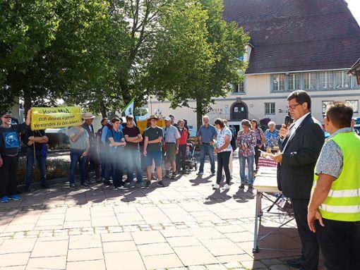 60 bis 70 Demonstranten forderten auf dem Marktplatz einen besseren Klimaschutz.  Foto: Müller Foto: Schwarzwälder Bote