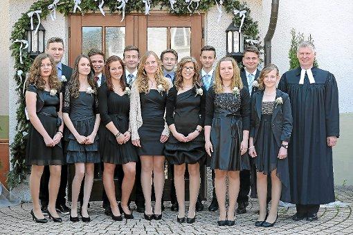 Sieben Konfirmandinnen und sechs Konfirmanden feierten in Iselshausen und Steinberg.  Foto: Reimer