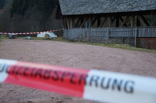 Schock nach Bluttat: Zwischen strongSchramberg/strong und strongSchiltach/strong hat ein 23-jähriger Mann am Sonntag eine Joggerin angegriffen und schwer verletzt. Gegen ihn wird wegen versuchten Mordes ermittelt. a href=http://www.schwarzwaelder-bote.de/inhalt.schramberg-schiltach-joggerin-attackiert-hintergruende-voellig-unklar.bcd7be72-e709-4c8b-9497-d7744ea16f73.htmltarget=_blankstrongZum Artikel/strong/abr Foto: kamera24.tv
