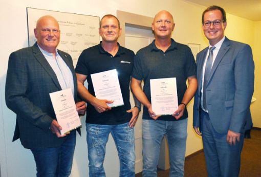 Thomas Neher, Georg Nufer und Daniel Pflumm hat Bürgermeister Frank Schroft (von links) verabschiedet.  Fotos: Eyrich Foto: Schwarzwälder Bote