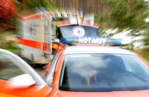 Die Bundesstraße 264 bei Dunningen war nach einem schweren Unfall voll gesperrt. Foto: dpa