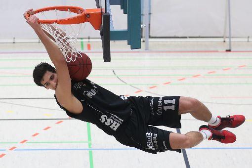 Am Sonntag gab es abwechslungsreiche Basketball-Unterhaltung für die mehr als 400 Zuschauer in der Deutenberghalle. Foto: Marc Eich