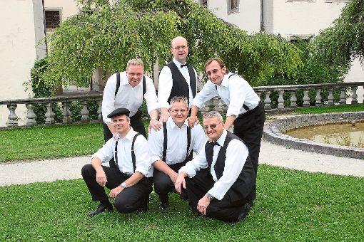 Im November steht für die fünf Sänger und ihren Pianisten wieder ein großer Auftritt an.  Foto: Gruppe Foto: Schwarzwälder-Bote