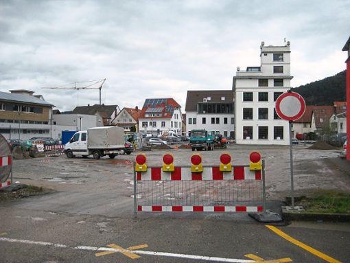 Keine guten Zeiten für Autofahrer in Haslach: Ein Großteil der Stellplätze am Hukla-Areal ist derzeit gesperrt.    Foto: csa