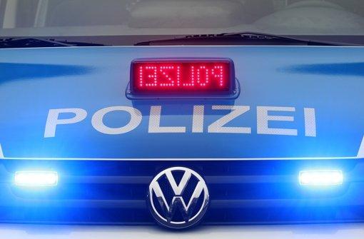 Ein schwerer Unfall auf der Autobahn 8 bei Stuttgart-Möhringen sorgte am Freitag für Stau. Foto: dpa