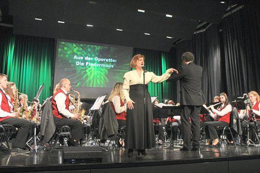 Sopranistin Kathy Magestro hatte einen großen Anteil am Gelingen des Jahreskonzerts der Hausacher Stadtkapelle  Foto: Störr Foto: Schwarzwälder Bote