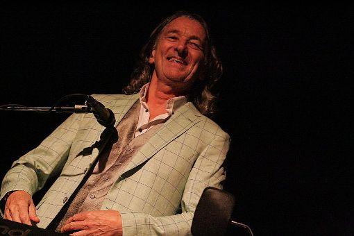 Ganz bei seiner Musik – und beim Publikum im Kraftwerk: Roger Hodgson beim Rottweiler Ferienzauber. Foto: Bartler-Team