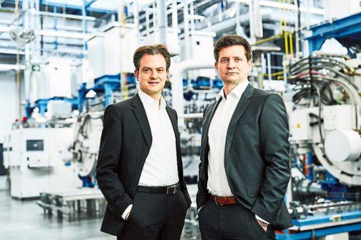 Tobias Hilgert (links) und Marc Siemer, die Geschäftsführer der Simon Group, sind auf Innovationskurs.  Foto: Simon Foto: Schwarzwälder Bote