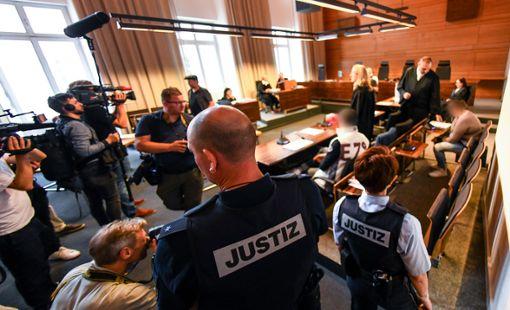 Im Prozess gegen die Hauptangeklagten im Missbrauchsfall von Staufen im Breisgau ist das Urteil gefallen. Die Mutter des mittlerweile zehnjährigen Jungen muss für 12 Jahre und sechs Monate in Haft, ihr Lebensgefährte erhielt eine Gefängnisstrafe von 12 Jahren mit anschließender Sicherungsverwahrung. Foto: Patrick Seeger/dpa