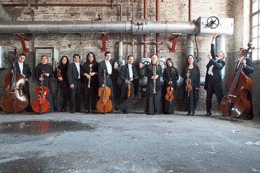 Mit Bach gastiert das Orchester l'arte del mondo im Festspielhaus. Eines der Markenzeichen des Klangkörpers sind seine ausgefallenen Programme.    Foto: peuserdesign.de