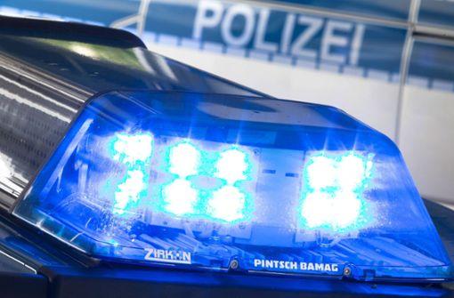 Laut einer Verkehrsmeldung der Polizei ist lediglich der Standstreifen und die rechte Fahrbahn blockiert.  Foto: dpa