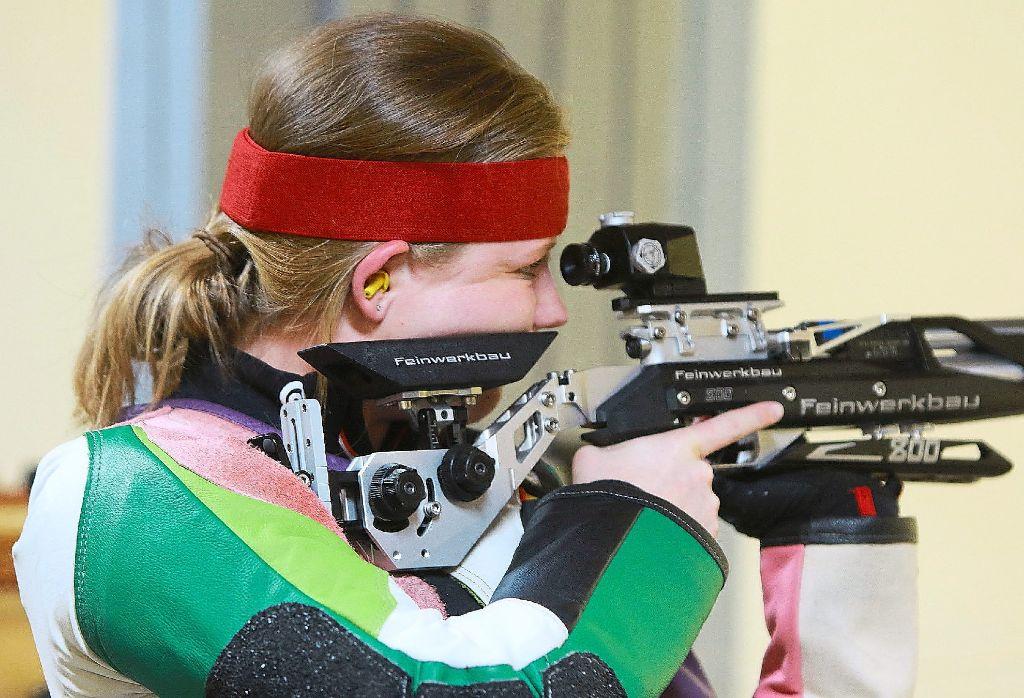 Luftgewehrschützin Sophie Bernhardt brachte es  bei der württembergischen Meisterschaft auf  398 von 400 Ringen.   Foto: Kraushaar