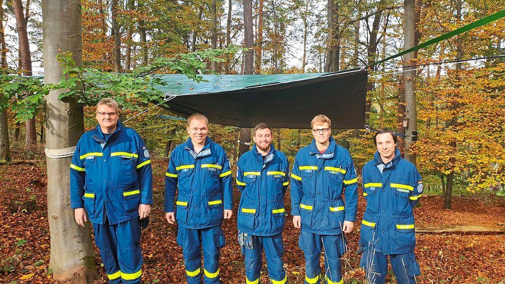Hechingen: THW montiert Plane am Naturkindergarten - Hechingen - Schwarzwälder Bote