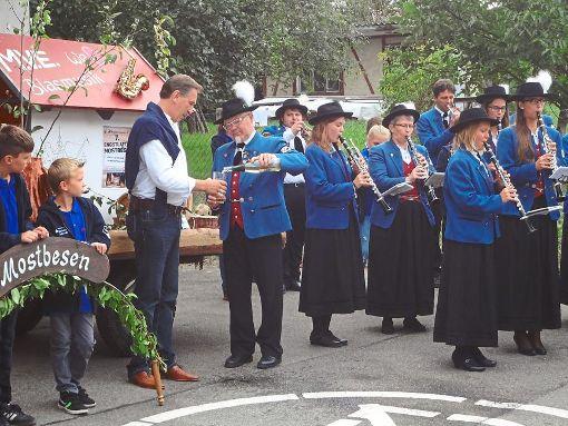 Mit dem Festumzug beginnt der Mostbesen in Engstlatt am Freitag.   Foto: Archiv Foto: Schwarzwälder-Bote