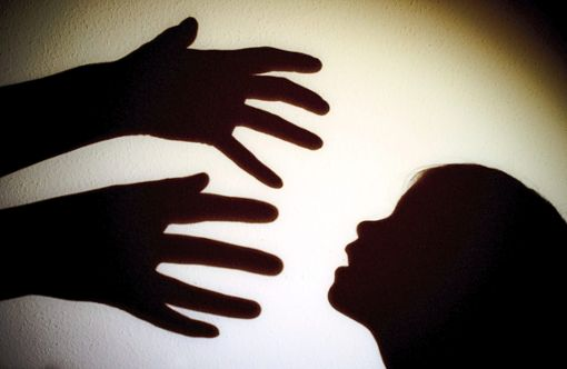 Der Mann soll die Kinder ebenfalls zu sexuellen Handlungen aufgefordert und ihnen gedroht haben. (Symbolfoto) Foto: Pleul