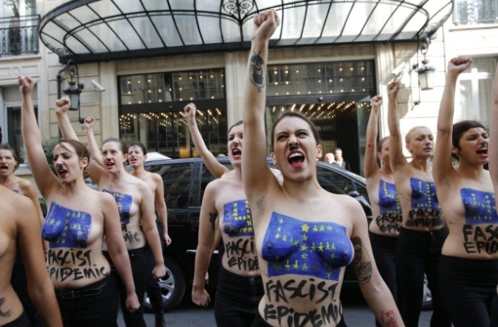femen protest louvre - photo #37