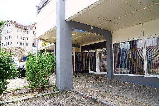 Der Spielsalon an der Oberen Mühlstraße. Hier trafen sich die Angeklagten vor dem tödlichen Schuss mit einem Drogendealer, der ihnen Geld geschuldet haben soll. Foto: Stopper