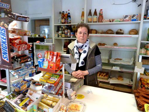 Kein Durchgangsverkehr, weniger Kunden: Ulrike Pape vom Tante-Emma-Laden spürt die Folgen der Baustelle besonders. Foto: Merk