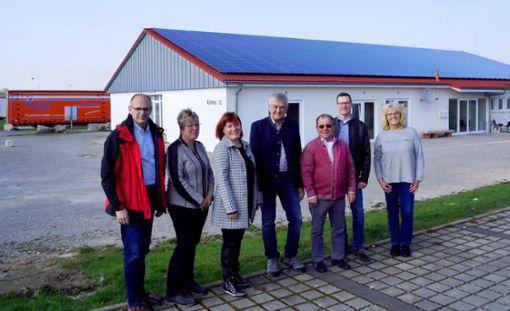 Die Vöhringer CDU Gemeinderatskandidaten erkundigen sich nach dem Stand in der Flüchtlingsbetreuung (von links):  Norbert Burkhardt, Catrin Gehring, Andrea Kopp, Joachim Ehni, Heinz Sundmacher, Michael Gauß und Thea Hoh.   Foto: Scheu Foto: Schwarzwälder Bote
