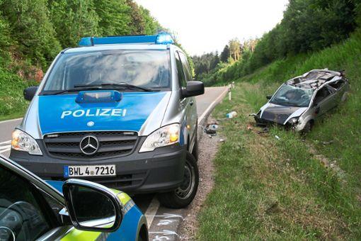 Totalschaden entstand an diesem Kleinwagen beim  Unfall am Donnerstagabend auf der B294.    Foto: Rath