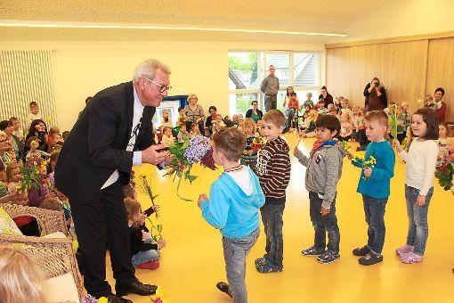 160 Kinder feierten die letzten Amtstage von Noch-Bürgermeister Heinz Winkler.   Foto: Störr