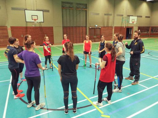Alles hergehört: Coach Thomas Gallmann gibt seinem Team in der Hoptbühlhalle einige Trainingsanweisungen.  Foto: Riesterer Foto: Schwarzwälder Bote