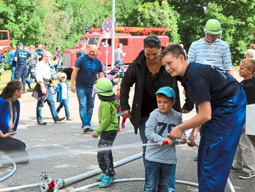 Beim Tag der offenen Tür rund um die Nagolder Feuerwache hatten auch die kleinen Besucher ihren Spaß.  Foto: Priestersbach Foto: Schwarzwälder-Bote