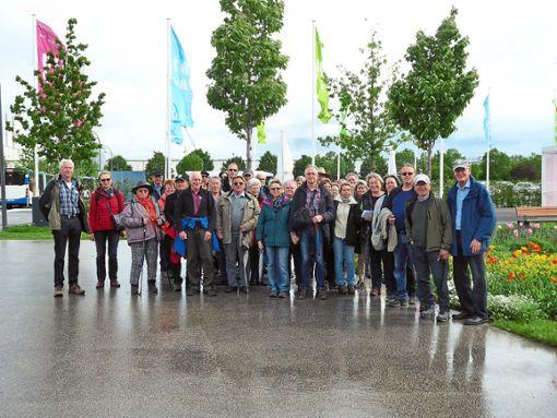 Die Gruppe aus dem Kreis Calw stellte sich am Eingang der Bundesgartenschau zum Gruppenfoto auf.  Foto: Breitling Foto: Schwarzwälder Bote