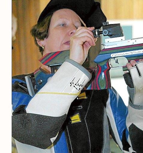 Altmeisterin Gisela Großmann- Mast präsentiert sich in toller Form.   Foto: Kraushaar Foto: Schwarzwälder-Bote