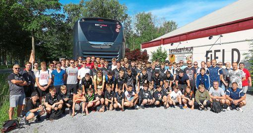 Eine Reisegruppe bestehend aus VfL Hochdorf, SV Vollmaringen und SV Eutingen machte sich zu einem Ausflug nach Belgien auf.  Foto: privat Foto: Schwarzwälder Bote