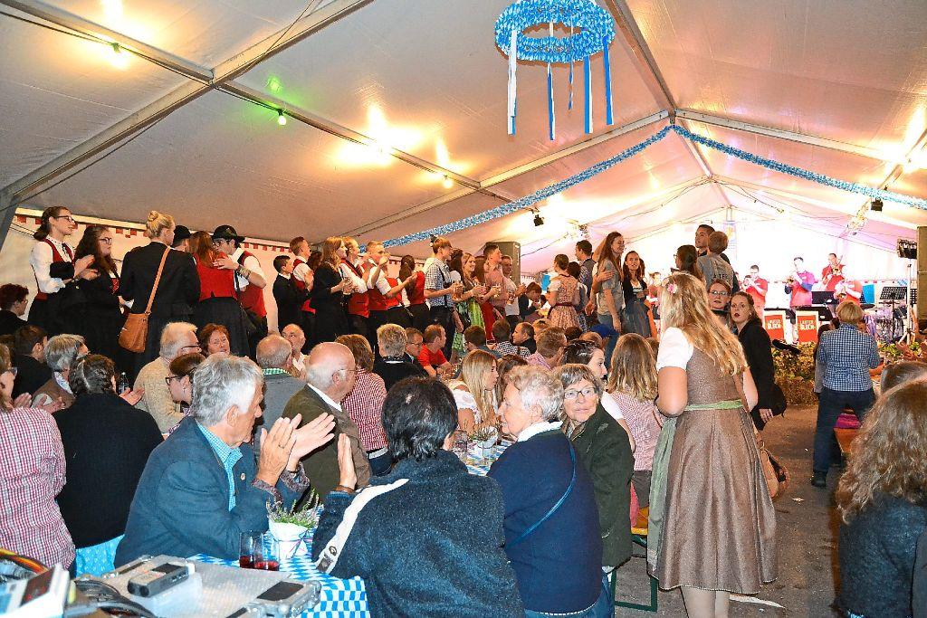 530d9c39a897c9 Gute Stimmung herrschte am Wochenende beim zehnten Oktoberfest der  Stadtmusik Schramberg. Foto: Kiolbassa Foto