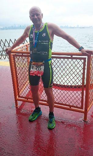 Stolz präsentiert sich der Blumberger  Klaus Loder nach dem Zieleinlauf beim Halbmarathon in Staten Island mit seiner Teilnehmermedaille dem Fotografen.   Foto: Juanjo Ureta Foto: Schwarzwälder-Bote