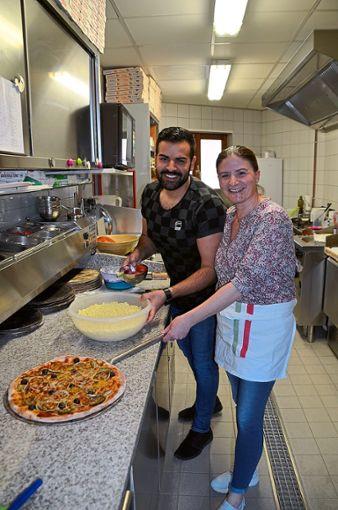 Gimmi und Franca Ritacco sind versierte Pizzabäcker. Bald  werden sie in   Stammheim ein neues Lokal eröffnen.   Foto: Bausch Foto: Schwarzwälder Bote