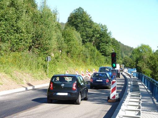 Ein 19-jähriger Autofahrer ist am Dienstagnachmittag vor einer Baustellenampel in Eutingen (Kreis Freudenstadt) ausgerastet. (Symbolfoto) Foto: Feinler