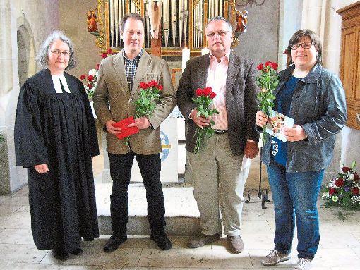 Pfarrerin Ulrike Zizelmann-Meister hat die Leidringer  Kinderkirch-Mitarbeiter Gerd Grathwol, Ernst Bonaus und Cordula Stepper (von links) verabschiedet.  Foto: Ruf Foto: Schwarzwälder-Bote