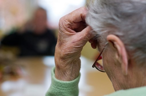 Die 85-Jährige hat sich eine starke Erkältung zugezogen. Symbolbild. Foto: dpa-Zentralbild