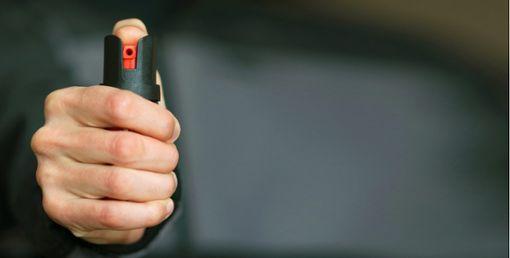 Erst Pfefferspray konnte den streitsüchtigen Mann stoppen. (Symbolfoto) Foto: ©SiberianPhotographer_stock.adobe.com