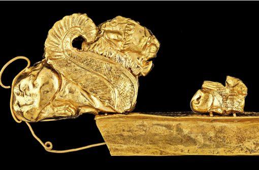 Zeugen etruskischen Wohlstands:  Goldfibel mit Schimäre Foto: Badisches Landesmuseum Karlsruhe