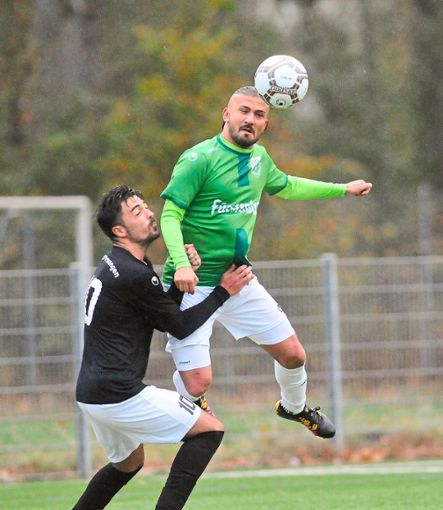 Abwehrspieler Berkay Cakici (oben)  trainiert beim FC 08 Villingen II mit.  Foto: Sigwart Foto: Schwarzwälder Bote