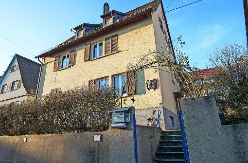 In diesem Haus in Mühlhausen fand die Polizei ein ganzes Waffenarsenal. Foto: 7aktuell | Oskar Eyb