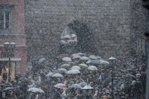 Schneetreiben herrschte beim Narrensprung in Rottweil. Foto: dpa