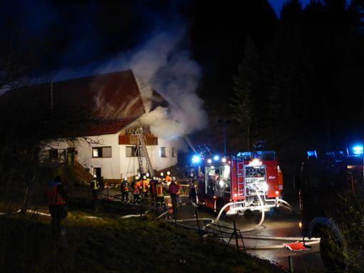In Mühlenbach hat am Donnerstag ein Wohnhaus gebrannt. Foto: Kleinberger