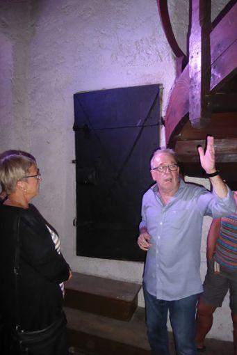 Hubert Vitus Kessler erläutert im  Treppenhaus die Funktion des Haberkastens.   Foto: Dorn Foto: Schwarzwälder Bote