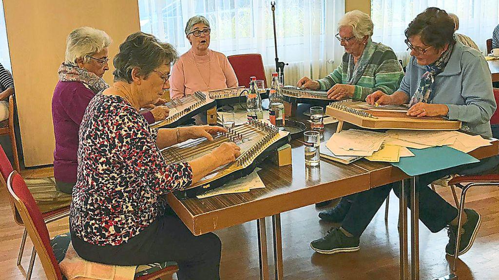 Schramberg: Zithergruppe Winzeln unterhält im Spittel - Schramberg - Schwarzwälder Bote
