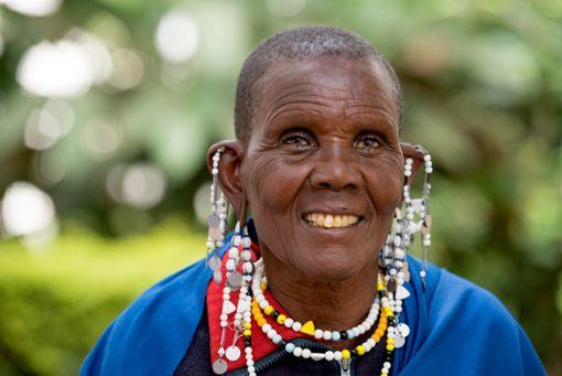 Katarina aus Tansania hatte Grauen Star. Dank einer Operation kann sie heute wieder sehen.  Foto: CBM/Hayduk Foto: Schwarzwälder Bote